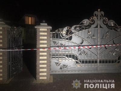 Зачинили у підвалі: на Буковині невідомі били та шантажували подружжя