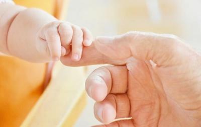 Прийняли за дівчинку: у Львові готують до операції однорічного малюка, що народився гермафродитом