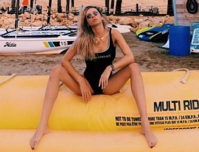 Світлана Лобода зачарувала мережу сексуальним фото в купальнику