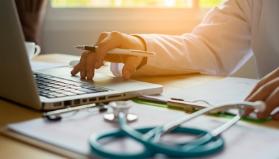 У Мінсоцполітики заспокоюють: виплата лікарняних та декретних не зупиниться
