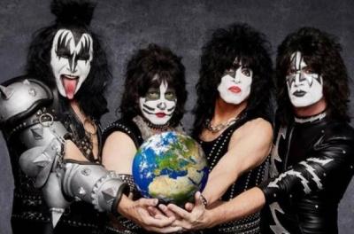 Гурт Kiss зіграв концерт для білих акул в Індійському океані. Жодна акула захід не відвідала