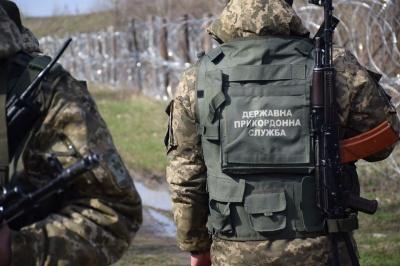 На Буковині прикордонники відкрили вогонь по автівці, яка намагалась на них наїхати: троє поранених