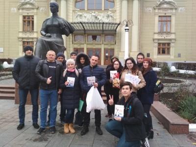 Цукерку за цигарку: в Чернівцях студенти провели акцію по боротьбі з палінням