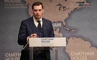 Гончарук стверджує, що держава не віддасть ПриватБанк Коломойському