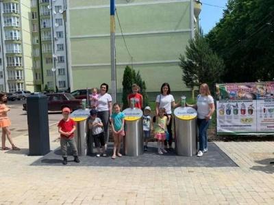 «Здали сміття - придбали ялинку»: у Чернівцях мешканці сортують сміття, а гроші витратять на озеленення