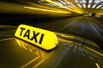 Скандал через автокрісло: таксист вигнав жінку з дитиною із авто