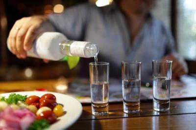 Лікар назвав ознаки алкоголізму, при яких пора задуматися