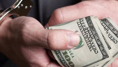 На Буковині СБУшник та його спільник вимагали $5 тис, видаючи себе за співробітників ДБР