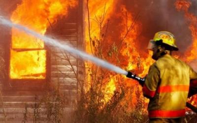 Двоє дітей ледь не загинули на пожежі у власному будинку на Буковині