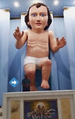 У Мексиці встановили найбільшу статую Ісуса-немовляти, яка нагадує портрет Ніколаса Кейджа
