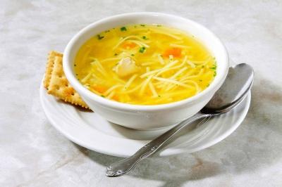 Чи допомагають чай і курячий суп в разі застуди?