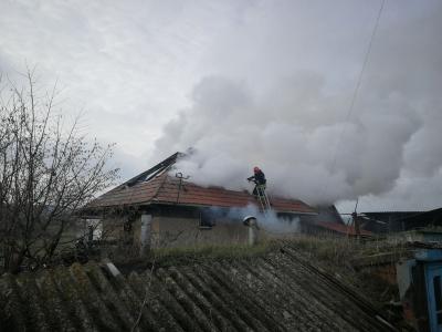 На Буковині через увімкнений обігрівач згорів житловий будинок