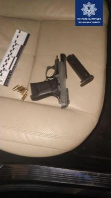 У Чернівцях п'яний водій, втікаючи від поліції, викинув ключі від авто