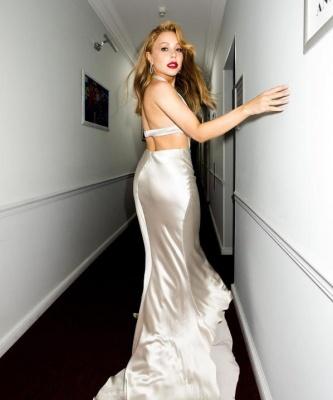 Тіна Кароль підкорила мережу сексуальними вигинами у легкій сукні - фото