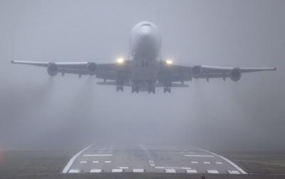 Сильний туман втретє за тиждень скасував відправку літака з Києва до Чернівців