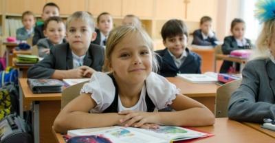 Гончарук запропонував платити вчителям за кількістю учнів у класах