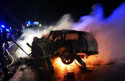 Жахлива ДТП у Чернівцях: на об'їзній загорілось авто, є загиблі – фото
