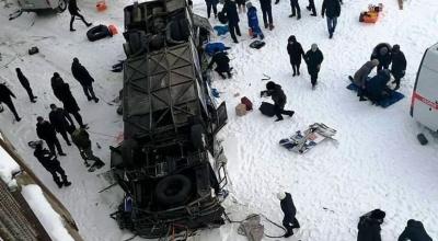 Автобус із туристами впав з моста у річку в Росії: 19 загиблих, серед них двоє дітей
