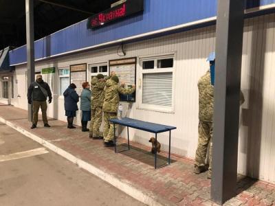 Систематично вимагав хабарі: на Буковині «на гарячому» затримали інспектора митниці