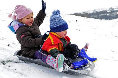 На Закарпатті дітям не потрібен сніг аби покататись на санках - відео