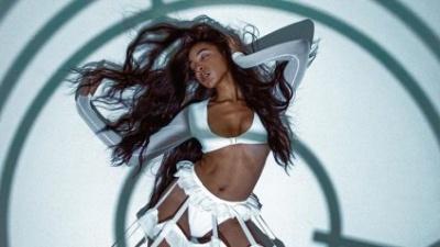 Відро для сміття зробило сексуальне фото моделі вірусним