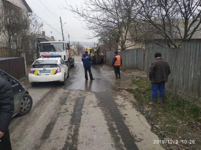 У Чернівцях через витік води перекрили рух на вулиці Запорізькій