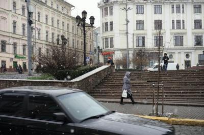 Чернівці засипало першим снігом – фото