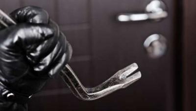 Вночі на Буковині невідомі пограбували ювелірний магазин