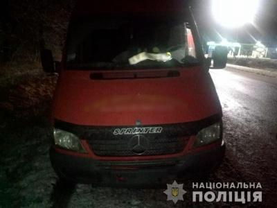 Буковинець на бусі на смерть переїхав жінку, яка лежала на дорозі на Прикарпатті