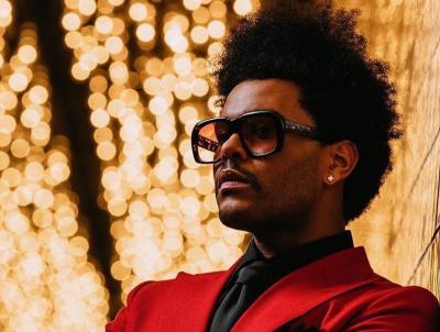 """Weeknd """"під кайфом"""" у новому кліпі облизував жабу і цілувався зі статуями - відео"""