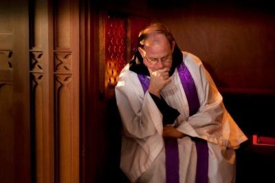 Анекдот дня: про сповідь у церкві