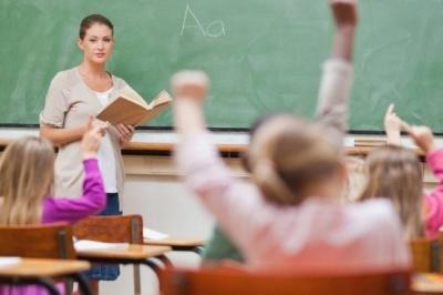Кабмін скасував постанову про мінімальну зарплату вчителів