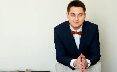 Осачук бере собі у радники екс-помічника Папієва
