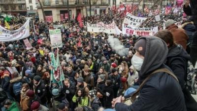 Заблоковані автомагістралі і паралізований транспорт: у Франції тривають протести