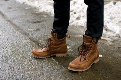 Як доглядати взимку за взуттям: поради чернівецького майстра-чоботаря