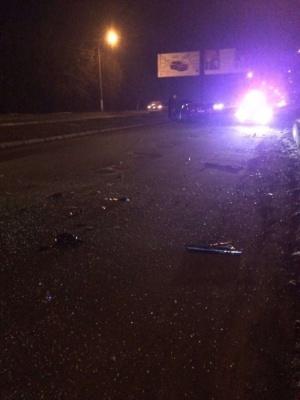Не впорався з керуванням: у Чернівцях п'яний водій вилетів на зустрічну смугу і врізався в авто - фото