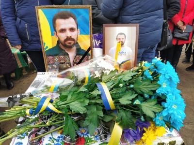 На Донбасі попрощались із волонтером Артемом Мирошниченком, якого побили за українську мову