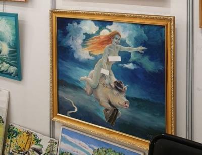 Картини з оголеними жінками заклеїли стікерами на виставці живопису в російському місті