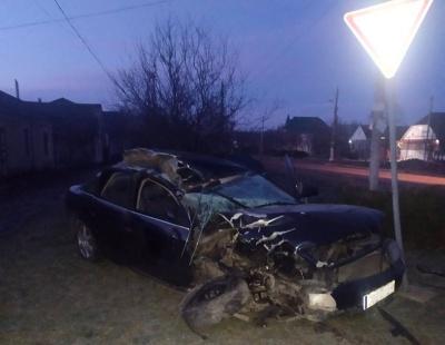 На Буковині Audi протаранила молоковоз і ВАЗ: водій іномарки втік з місця ДТП - фото