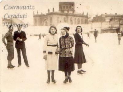 Невідома Буковина: льодові майданчики та інші зимові розваги чернівчан