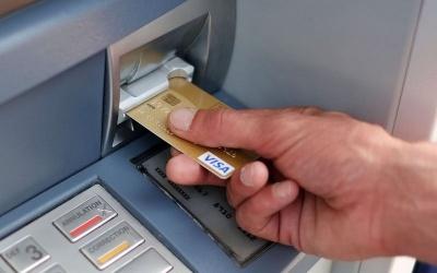 Шахрайство з банківськими картками: як українців «розводять» на гроші