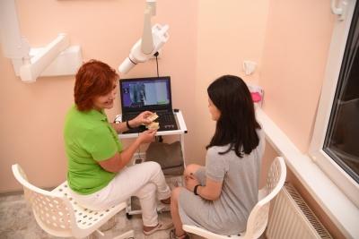 Як не дати ошукати себе на гроші, не платити зайвого, але і не нашкодити здоров'ю: розповіла лікар-стоматолог із понад 20-річним досвідом Світлана Островська.*