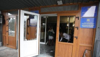 У Львові люди в камуфляжі зламали двері та увірвалися на сесію міськради, аби довести, що вони не тітушки