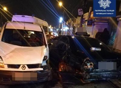 Потрійна ДТП в Чернівцях: п'яний водій Renault наробив лиха на Калинці