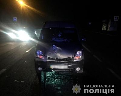 На Буковині Renault на «зебрі» збило 18-річну дівчину: вона в лікарні з політравмою