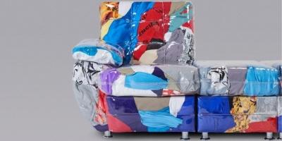 Британський дизайнер створив диван зі старого одягу Balenciaga - фото