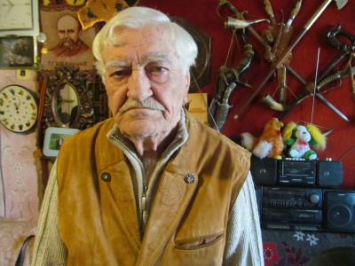 «Золоті руки»: пенсіонер з Чернівців обладнав у своїй квартирі майстерню