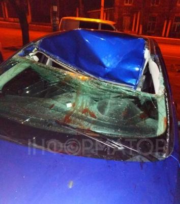 Студент вистрибнув з 9 поверху на автомобіль і вижив