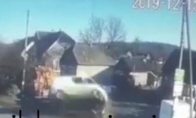 У Костичанах бус на швидкості злетів у кювет: водій загинув, двоє дітей у лікарні