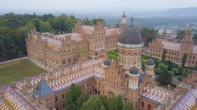 ЧНУ і Хотинська фортеця потрапили у проморолик про Україну, який транслюють в чотирьох містах Польщі